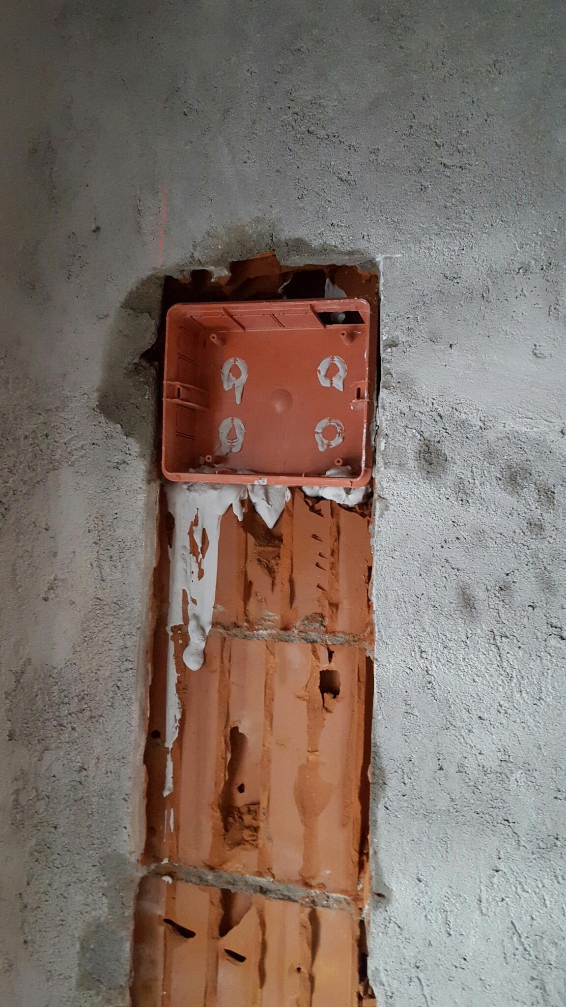 Instalatie electrica la rosu
